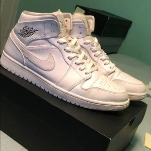 Jordan 1 Retro Metallic White